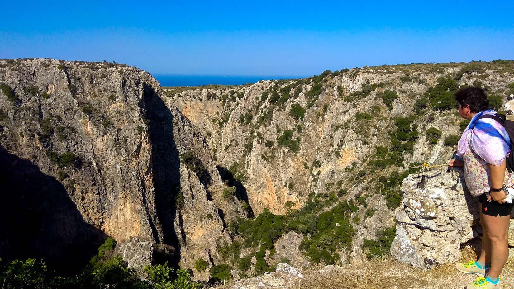 Hluboký kaňon pod Paleochorou ze kterého Barbarossa provedl zničující útok na bývalé hlavní město  Agios Dimitros