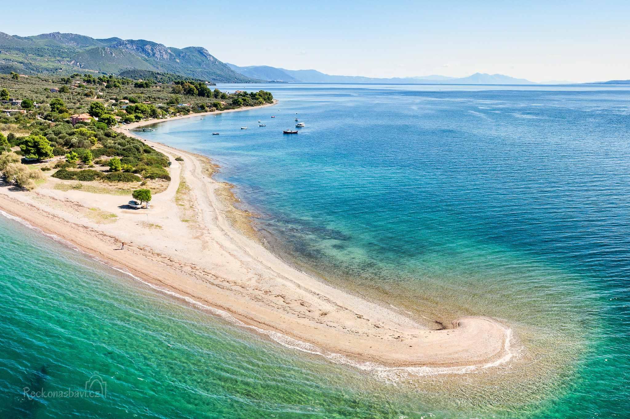 Kavos beach na Evii - vstupní místo na lodní výlet k Lichadonisia
