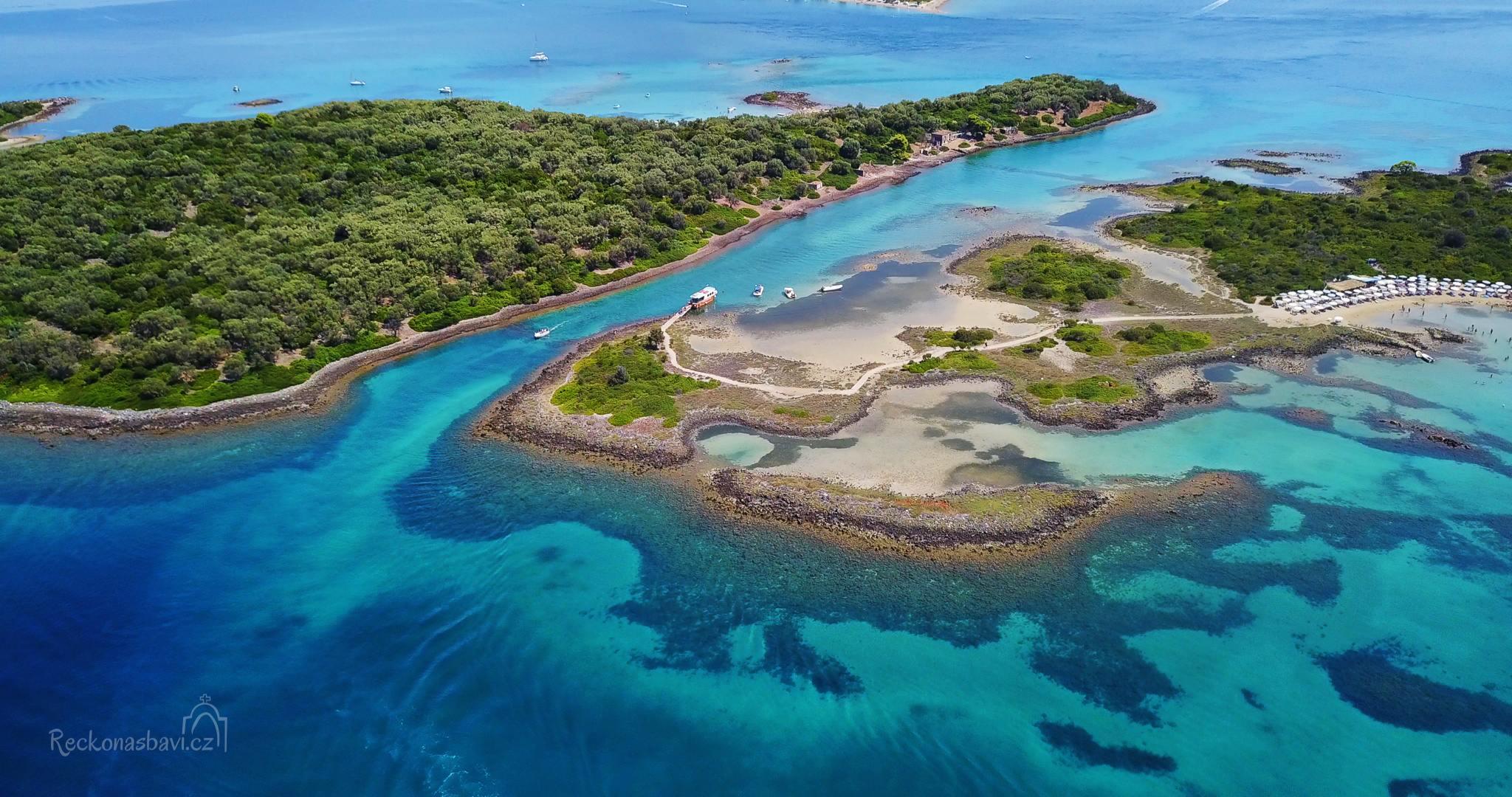 Lichadonisia - Zdejších 7 malých ostrůvků si vysloužilo díky svým neuvěřitelným odstínům moře přezdívku řecké Bahamy.