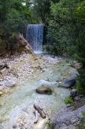 ... Během dvoudenního treku můžete navíc zdolat třetí nejvyšší horu Řecka – Kajmakčalan (2528m n.m.). U tohoto umělého vodopádu to otáčíme zpátky k Pozaru ...