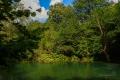 Navštivte smaragdové jezírko s vodopády u vesnice Skra