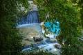Lázně Pozar (řecky: Λουτρά Πόζαρ) jsou schované na začátku přírodní soutěsky Ramno Bor – 3 km za městečkem Loutraki. Mezi obrovskými stromy s potokem, který sestupuje z hor dolů do rokliny.