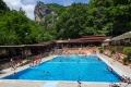 a v severní části areálu ještě jeden velký plavecký bazén, který je přístupný i v zimě.