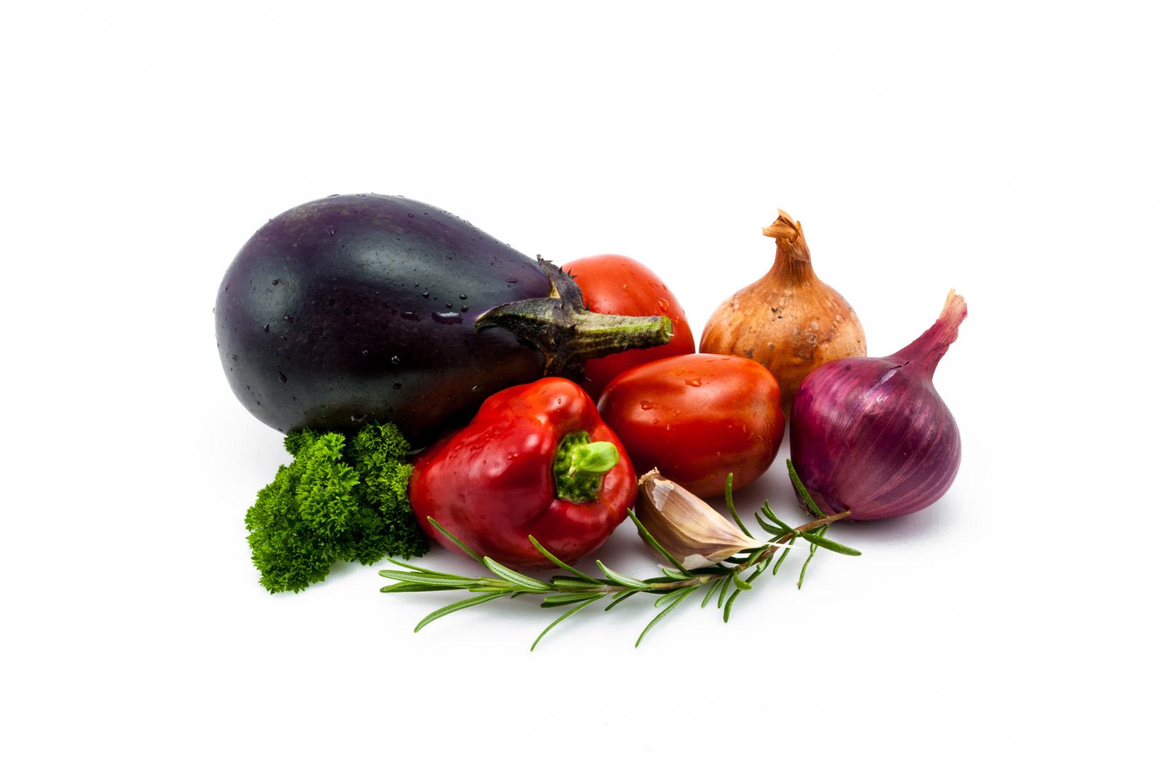 Lilek, papriky, rajčata a cibule - základní pilíře Melitzanopity