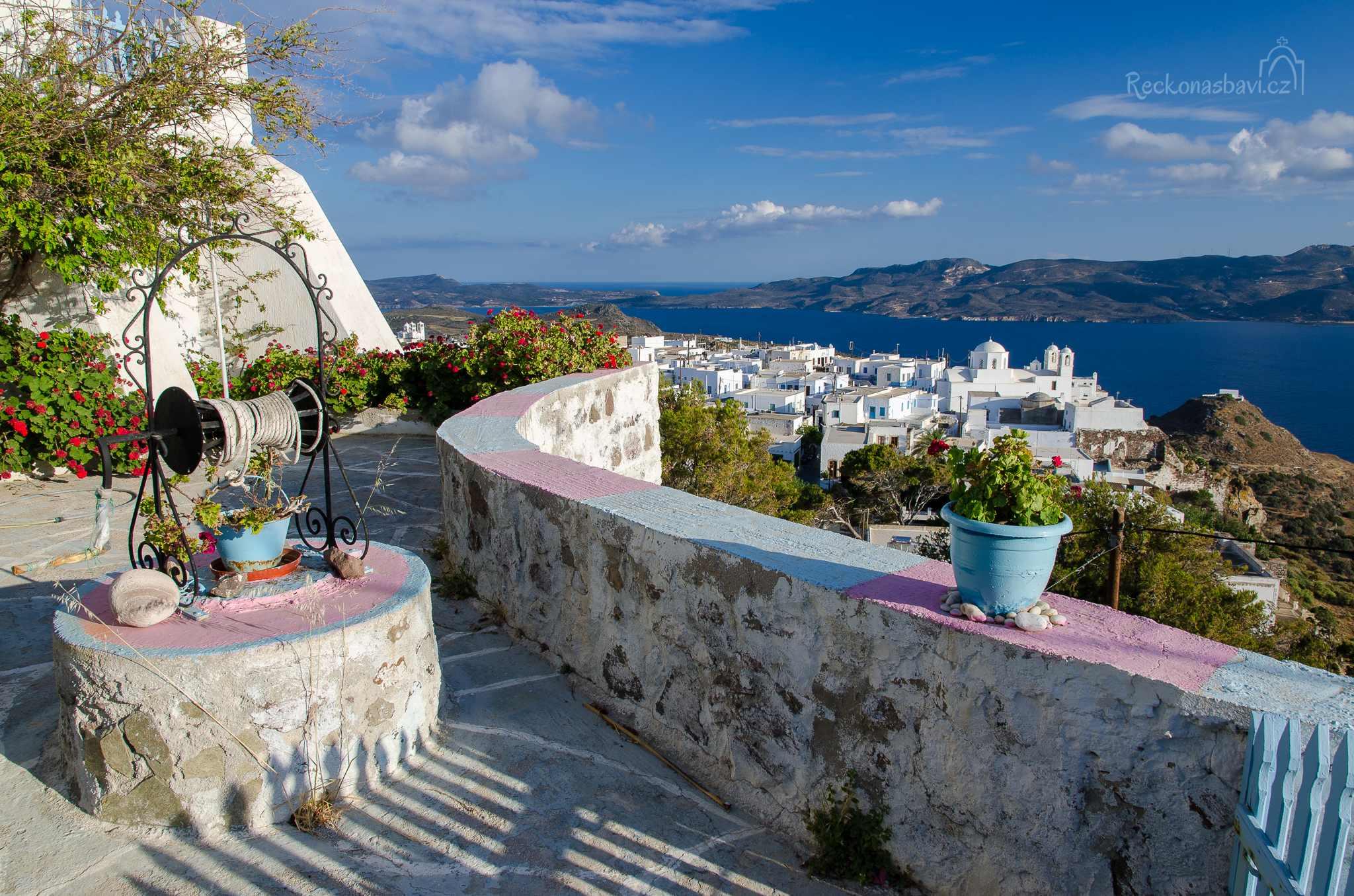 při stoupání do kopce vás čeká nejvíce fotografované zákoutí na ostrově Milos