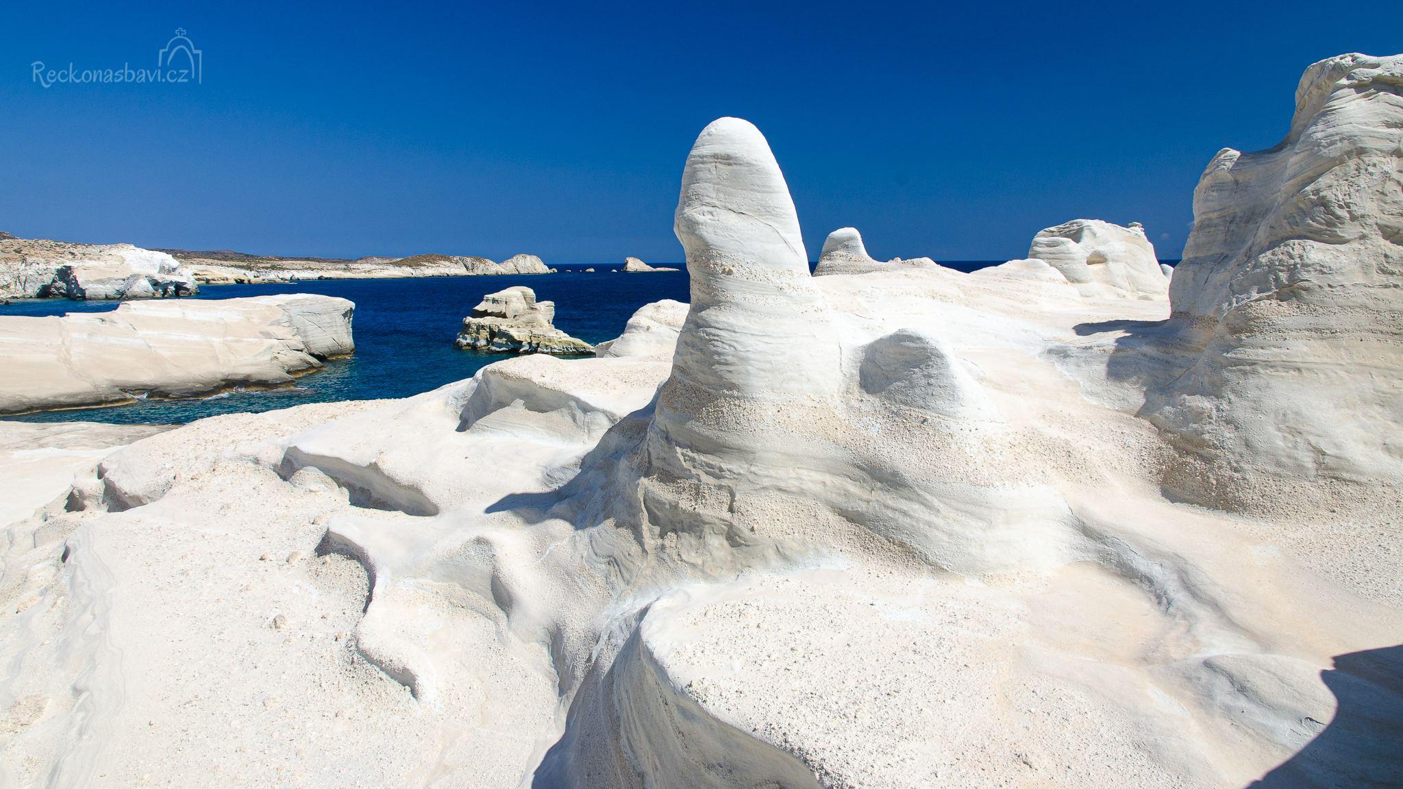 měsíční pláž Sarakiniko - hlavní lákadlo ostrova Milos