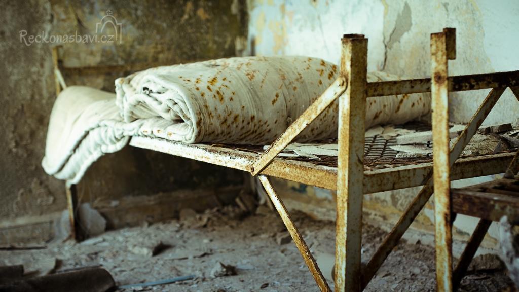 ...vydávám se na průzkum do ubytovny... tahle postel už 57 let neměla žádného nocležníka....
