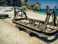 důlní vozíky s kolejnicemi hned vedle fantastické pláže... co víc si turista toužící po nevšedním zážitku může přát...