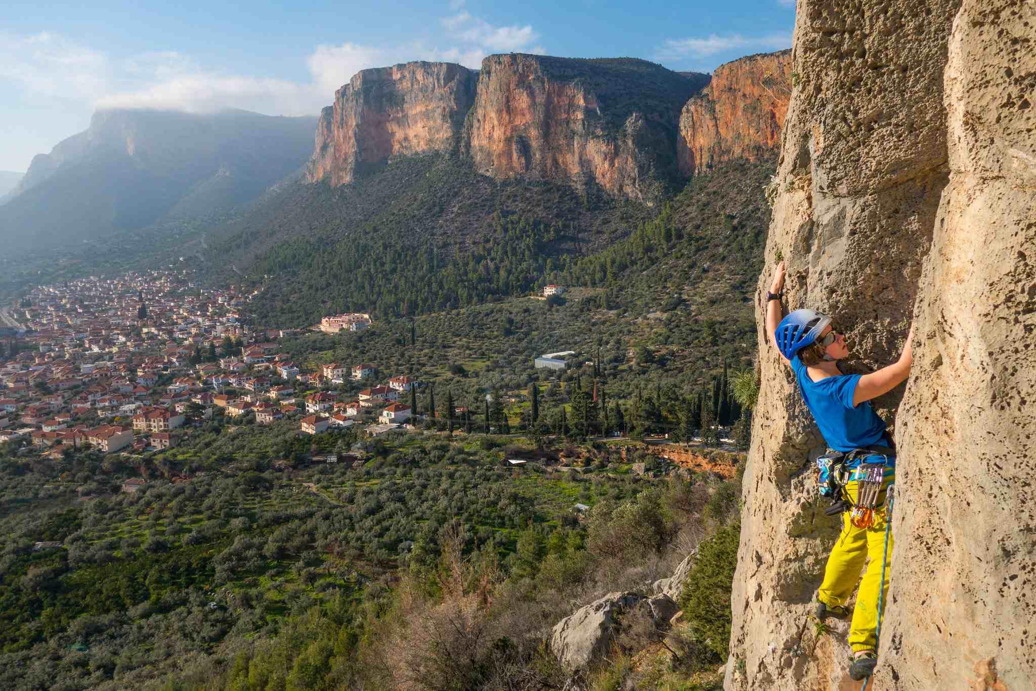 městečko Leonidio na úpatí rudého horského masivu hory Parnon láká horolezce z celého světa!