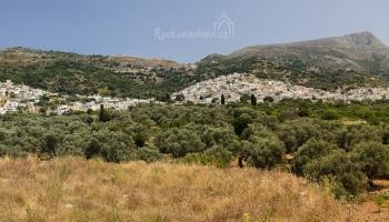 horská vesnice Filoti s pohořím Zas 1001m n.m. v půvabné oblasti Tragea