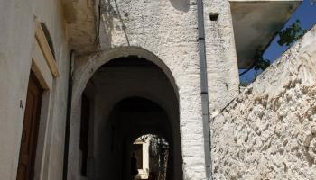 Apiranthos - kousek stínu v poledním vedru přijde vhod :)