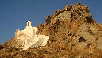 z kapličky Theologos si vychutnáte výhled na celou Choru, Portaru i ostrov Paros (foto: Radek66)