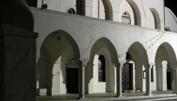 Půlnoční hypnoza na černobílém náměstí před katedrálou (foto: Radek66)