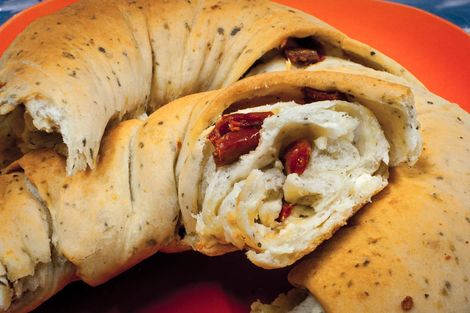 Sušená rajčátka, nejlépe řecká, pošlou chléb do jiné dimenze chutí.