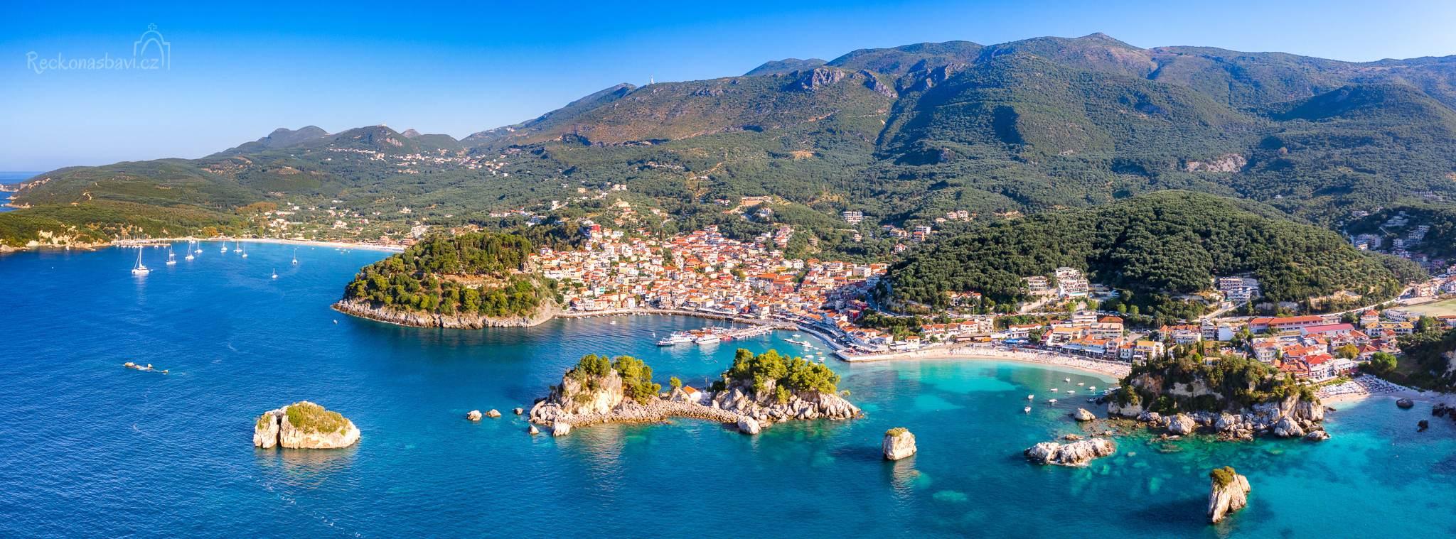 Parga se skládá, řekněme, ze tří částí. První sahá od benátské pevnosti přes přístav až k pláži Krioneri.
