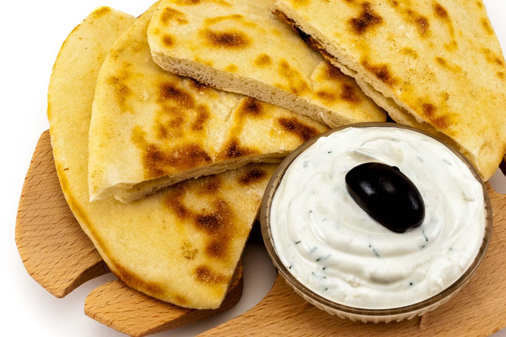 Čerstvě upečený Pita chléb je zhruba 5 mm silný a je lehce nadýchaný
