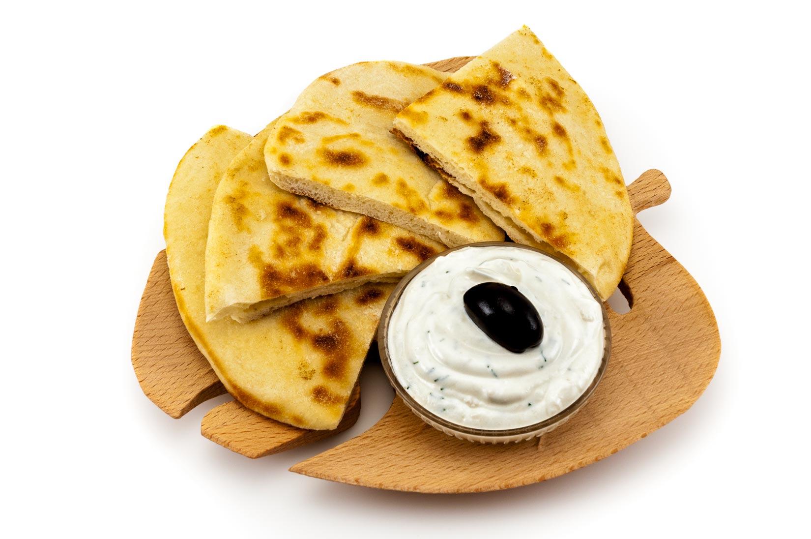 Pita chléb a ochucený jogurtový dip - skvělá svačinka
