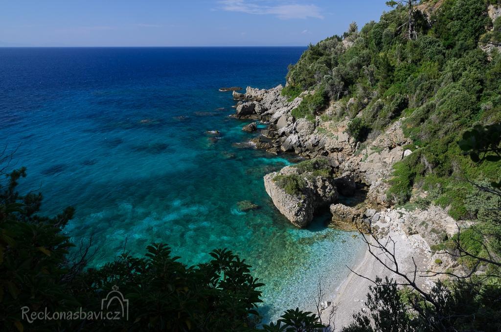 výhled na třetí pláž z rodu Seitani...