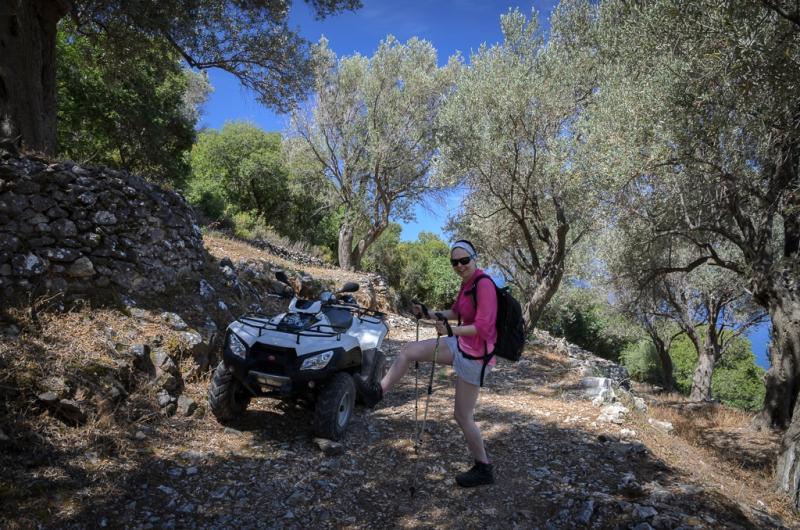 parkujeme 150 m n.m. ve stínu olivovníků...