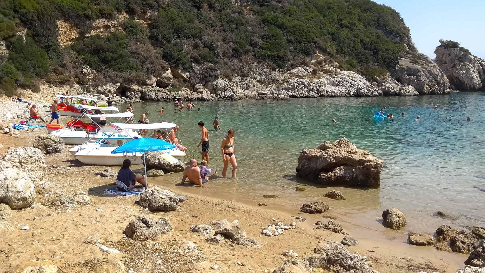 Jižní pláž šíje Porto Timoni