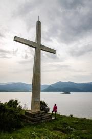 první tajný cíl zdolán! Nocleh u obrovského kříže na nejvyšší kvótě ostrůvku 936m n.m.