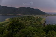 ostrůvek Agios Achilleios po západu slunce