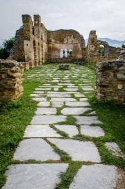 Do baziliky vedlo dříve sedm dveří