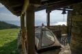 ... pod jeho střechou si rozděláme stan a budeme se cítit o něco více v bezpečí ...