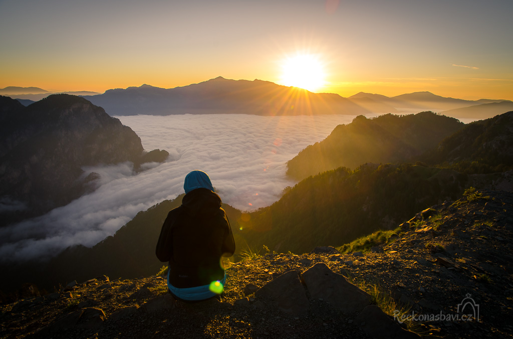 východ slunce nad druhou nejvyšší horou Řecka - Smolikas