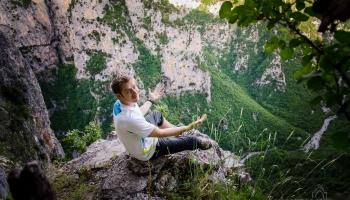 Dojeli jsme do cíle do oblasti Zagori a vyrazili na římsu nad kaňonem Vikos