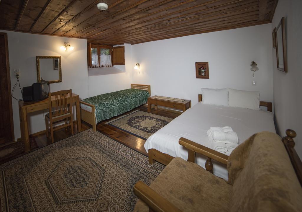 5-22_1-Papingo-Astraka-guesthouse