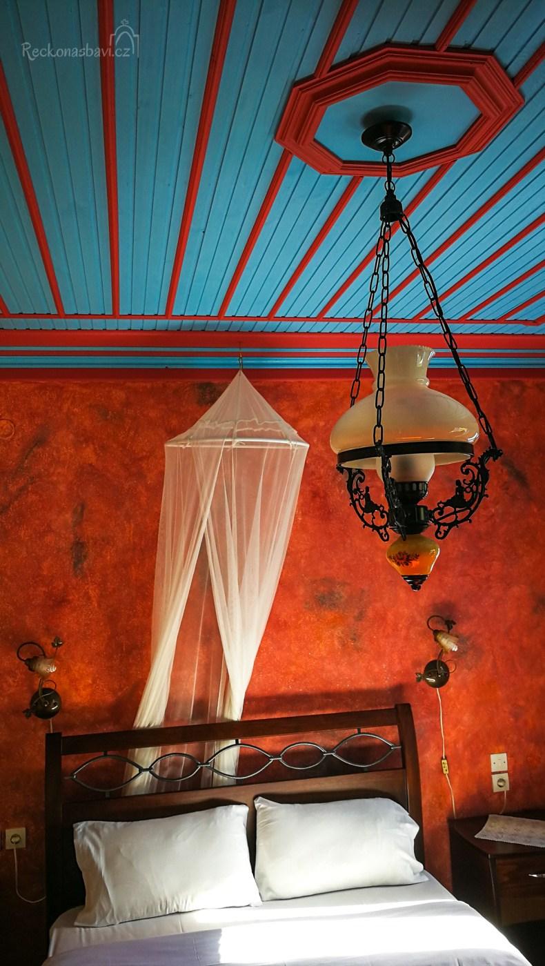 7-20-Ladias-hotel