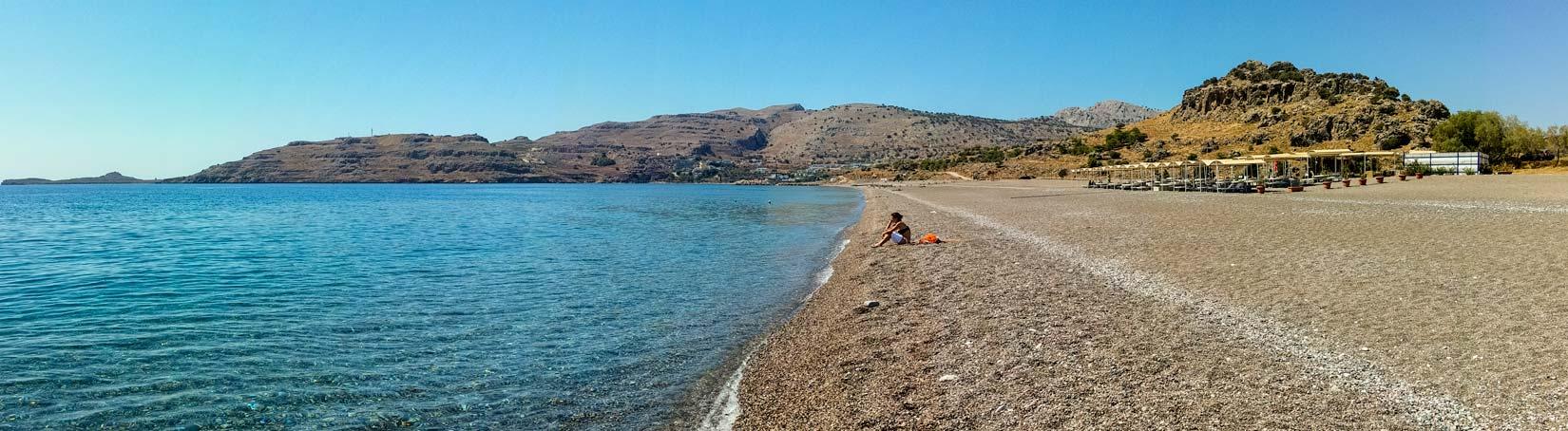 Kalathos beach. I uprostřed davu můžete být sama... Relax alla Rhodos