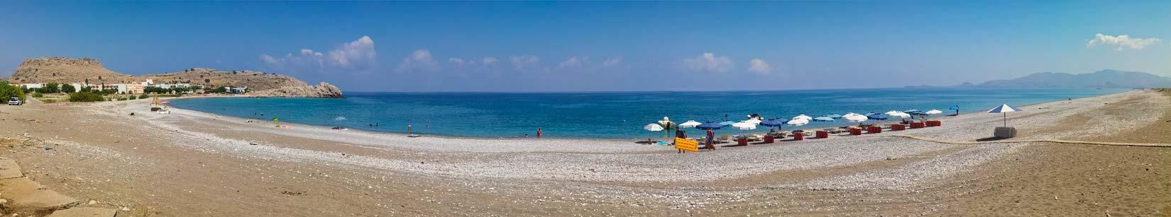 Haraki beach. Dlouhatánská pláž na dohled hradu Feraklos vám nabízí také pořádný kus soukromí a vymyká se tak jiným jižním plážím...