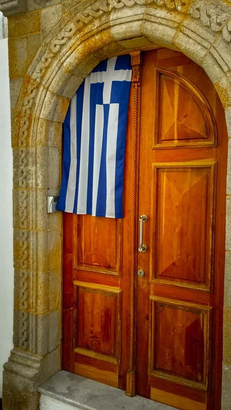 Po tisíciletích nadvlády zavlečených náboženství a kultur formujících ducha ostrova konečně i v Lindosu zavládl řecký duch