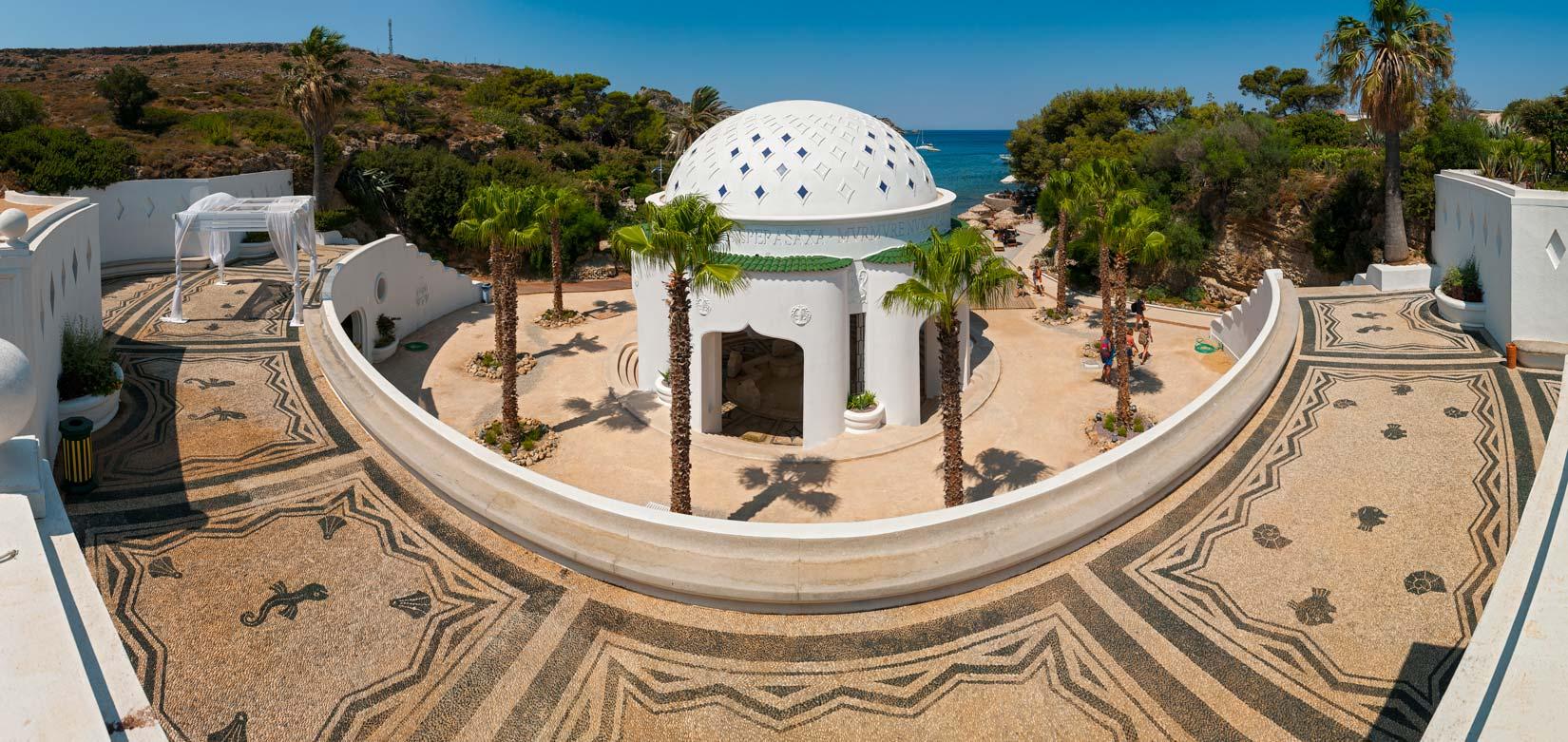 Kalithea Springs - pseudoantické lázně zrenovované počátkem 20. století pod taktovkou italských architektů mají s řeckou antikou pramálo společného