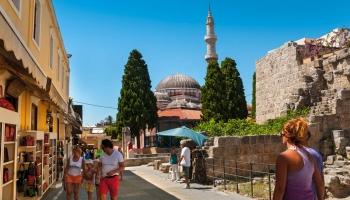 Mešit je ve starém městě jako máku, teda jehel v jehelníčku