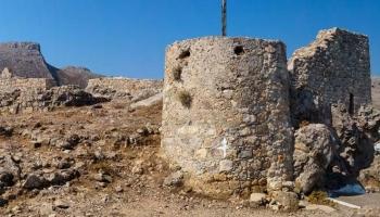 Hrad Archangelos - pozemské sídlo Archanděla Michaela. Nemohl si lépe vybrat...