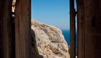 Račte vstoupit - nikdy nepokořený hrad Kritinia vám otevírá svoji kamennou náruč