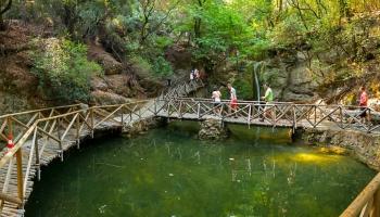 Údolí motýlů - vstupní brána, tedy mostík