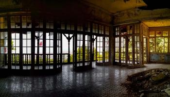 Villa de Vechi - kousek novodobých dějin Rhodu, sídlo plánované pro odpočinek Il Duceho dnes chátrá a příroda si ho pomalu bere nazpět do svého lůna...