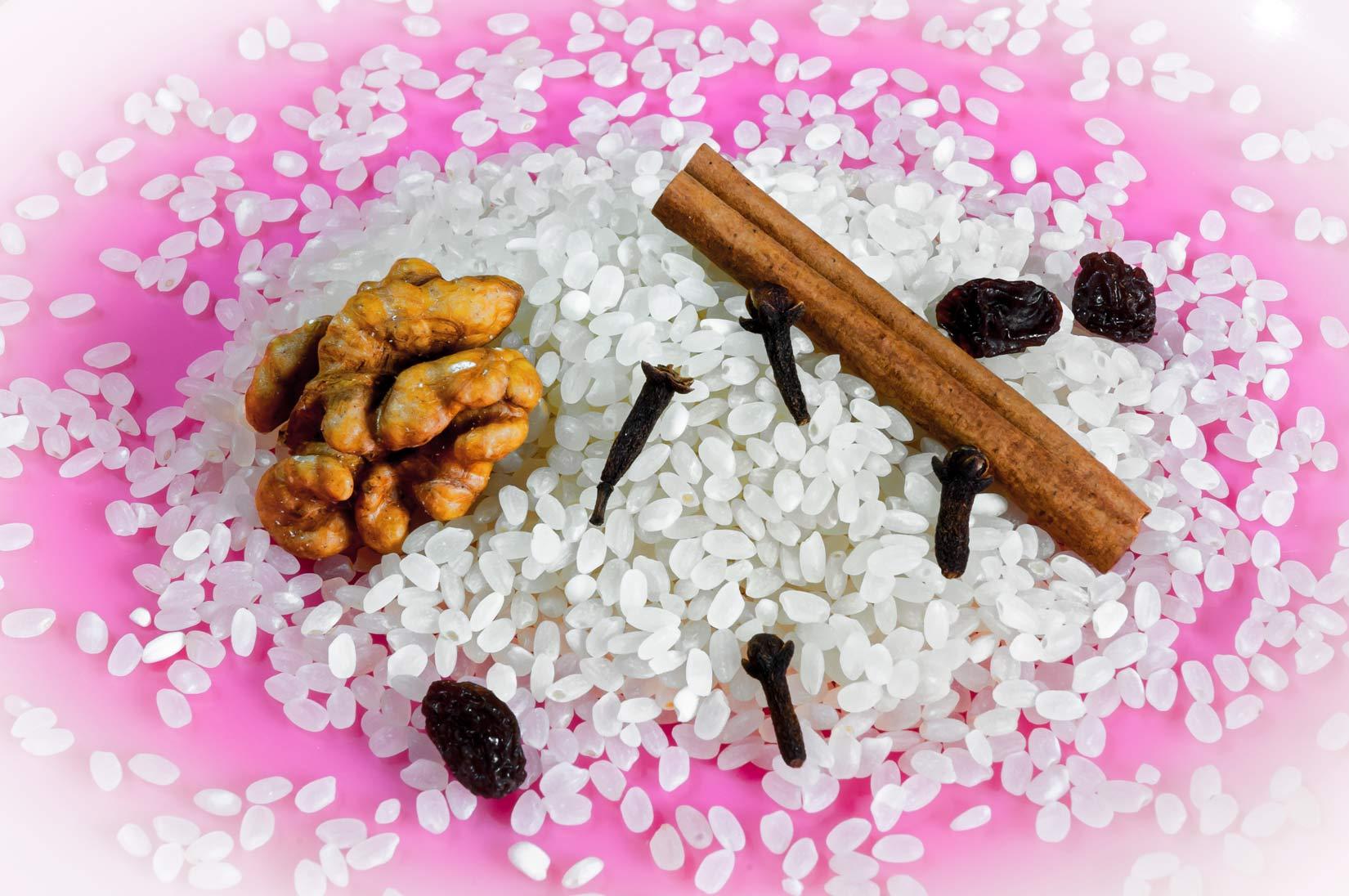 Základní složky rizopity - rýže, rozinky, hřebíček. Jo - a skořice!