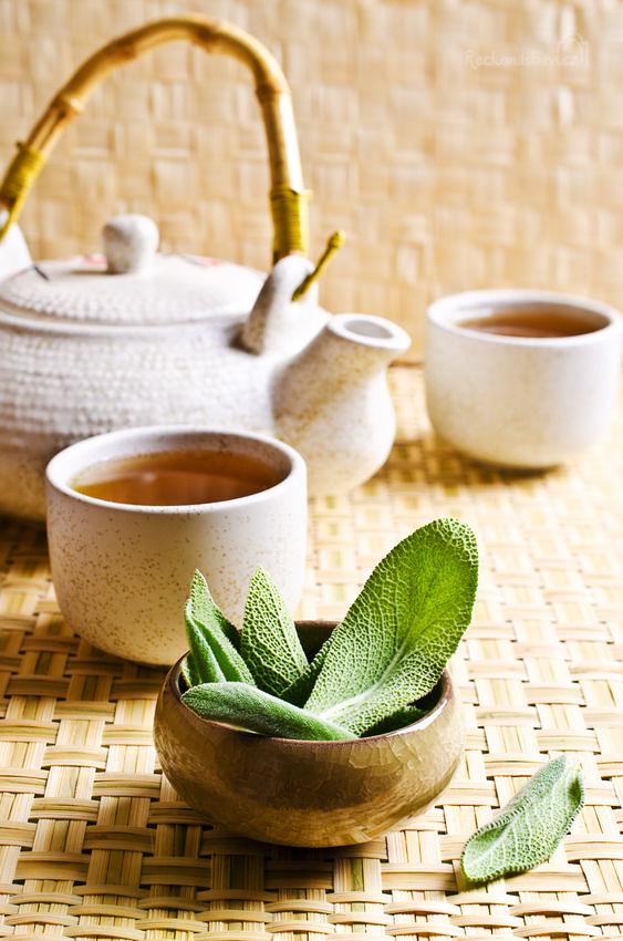 Čaj ze šalvěje zažehná bolest v krku