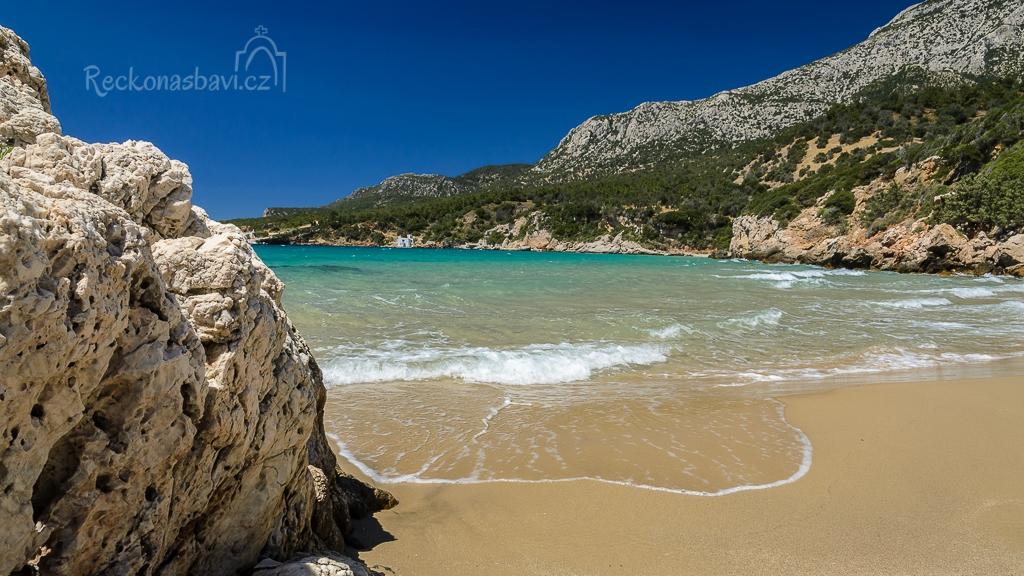 Naše první skrytá pláž na ostrově Samos :) Jen my dva, písek a mořské vlny...
