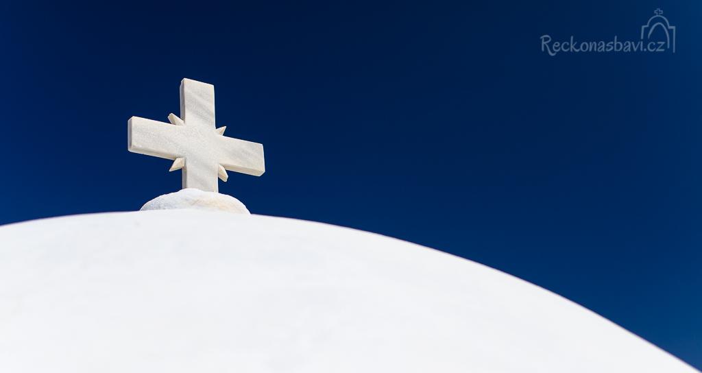 kříž kostela ve vesnici Pyrgos