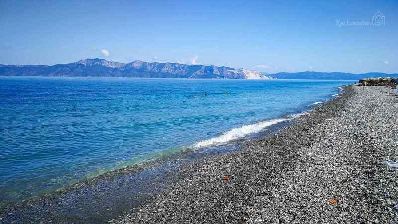 nekonečně dlouhá pláž v Pefki
