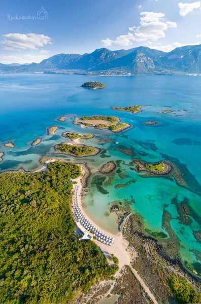 """Ostrůvky Lichadonisia - přezdívané jako """"řecké Bahamy"""""""