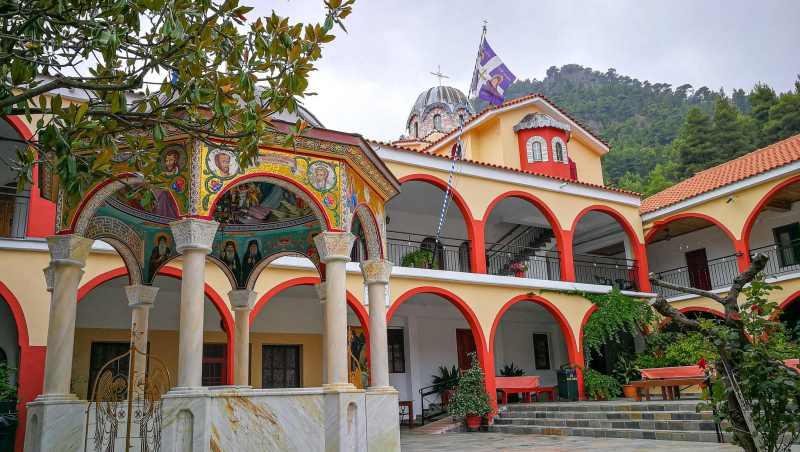 Jeden z nejslavnějších klášterů na ostrově Euboia je klášter svatého Davida - Moni Osiou David Gerontos.
