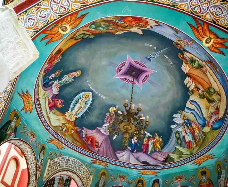 Monastery Osiou David Gerontos a úžasné malby na stropě kašny