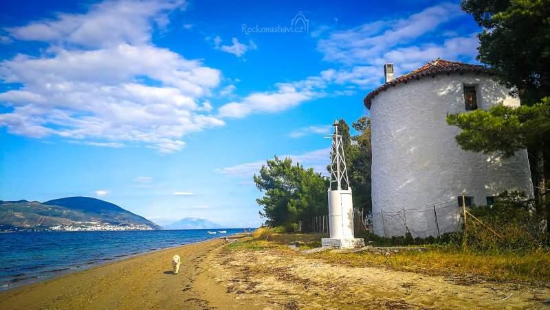 """Skvělý """"TIP"""" od Andrejky na její nejoblíbenější písčitou pláž Mylos beach s větrným mlýnem musíme rozhodně doporučit."""